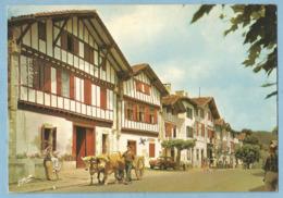 A098  CP  AINHOA  (Pyrénées-Atlantiques)  Ses Maisons Basques -  Attelage Boeufs - RENAULT Dauphine   +++++ - Ainhoa
