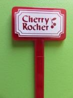 256 - Touilleur - Agitateur - Mélangeur à Boisson - Liqueur Cherry Rocher - Swizzle Sticks