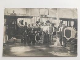 Foto AK Voiture Auto Car Oldtimer Garage Workshop Vehicle Wagens Classic Cars - Cartoline
