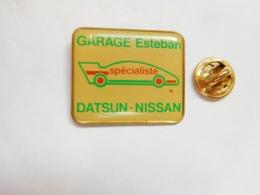 Beau Pin's , Auto Datsun - Nissan , Garage Esteban , Dax ?? - Pin's