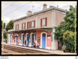 83  FREJUS   ... La  Gare ... Les  Quais - Frejus