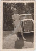 Mergina Prie Automobilio, 1940 M. Fotografija - Lituanie