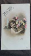 CPA ANGE ANGELOT ENFANT BEBE PORTANT CORBEILLE DE FLEURS 1907 NU PUDIQUE BONNE FETE PHOTO LENORMAND IRIS 156 - Angels