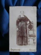 Photo CDV Ordinaire à Rennes - Femme Agée à La Coiffe Régionale, Folklore, Costume Breton, Vers 1895-00 L462 - Photos