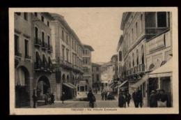 C2080 TREVISO - VIA VITTORIO EMANUELE MOLTO ANIMATA CON TRAM FORMATO PICCOLO VG 1931 - Treviso
