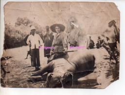 REF EX2 : Photo Originale Ancienne 17,5  X 12,5 Chasse Chasseuse D'Hippopotame Faranah Guinée Afrique Chasseur Colonial - Afrique