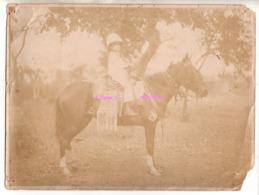REF EX2 : Photo Originale Ancienne 24 X 18 Petit Colonial Colon à Cheval Afrique Probablement Conakry Enfant - Afrique