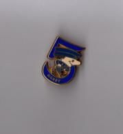 Pin's Police / CRS 5 Compagnie Républicaine De Sécurité Massy (zamac Doré Signé Boussemart Numéroté N° 0418) - Police