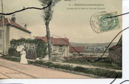 CPA COLORISEE . D39. SAINT LAURENT DU JURA. Avenue De La Gare Et Vue Des Rochats. EDIT Vve DELEZAY - Frankrijk