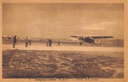 AVIONS-COURRIER- MARIGNANE-AVIATION- ARRIVEE D'UN COURRIER - Flugzeuge