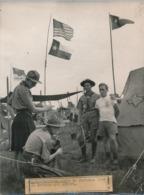 SCOUTISME - Photographie Keystone - 17,8 X 24 Cm - Jamboree Moisson 1947 - Deux écossais Qui Veulent Garder Un Souvenir - Scoutisme