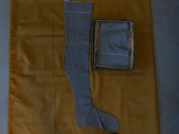 Bas Anciens Beiges - Avec Décor Et Couture Mollet - - Tights & Stockings