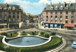 FLERS-de-L'ORNE  ( 61 )   Place Centrale Et Rue Du 6 Juin.    ( CPsm, Dentelée Couleur ) - Flers