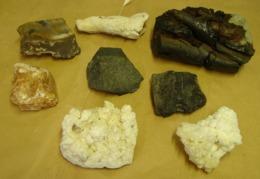 Lot. 1138. Lot De Pierres à Déterminer Stalagmites, Roches Volcaniques ..... - Minéraux