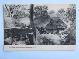 C. P. A. : BENIN, Dahomey : Village Dahoméen Dans Les Rochers,  Animé - Benin