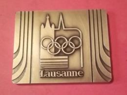 MÉDAILLE LAUSANNE Suisse CHÂTEAU DE VIDY SIÈGE DU CIO 1986 JEUX OLYMPIQUE Graveur HUGUENIN - Tokens & Medals