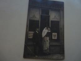 C.P.A. De BROUCHON Félix Louis Tailleur à Façon Rue Du Lycée à COUTANCES Avec Sa Femme Est Sa Fille - Coutances