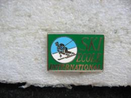 Pin's SKI-Ecole International - Sports D'hiver