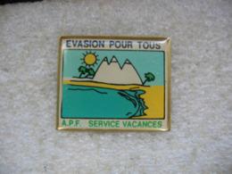 Pin's Evasion Pour Tous, A.P.F., Service Vacances. Mer, Plage, Montagne, Soleil - Transports