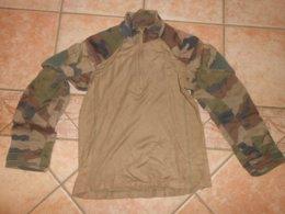 Militaria POLO /CHEMISE  Bi-matière Kaki /camouflage/ LEO MINOR 2011   /voir Les Dimensions - Uniformes