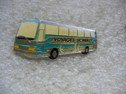 Pin's Autobus, Bus De Tourisme Des Voyages SCHMITT - Transports