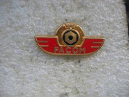 Pin's Embleme Des Outils FACOM. 75 Ans De FACOM (1918-1993) - Unclassified