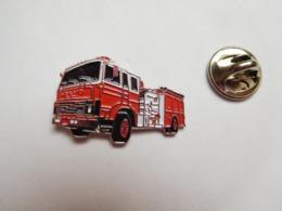 Beau Pin's , Sapeurs Pompiers , Camion Volvo - Pompiers