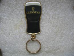 Porte Clés Biere GUINNESS, Bière Irlandaise Fabriquée Par La Brasserie Arthur GUINNES Et La Plus Consommée En Irlande! - Sleutelhangers