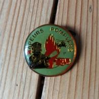 Pin's / Pins / Thème : Pompiers / SAPEURS POMPIERS - Pompiers