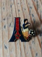 Pin's / Pins / Thème : Sports / Football / P.S.G. (Tour Eiffel, Footballeur, Ballon) - Football