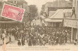 Guadeloupe - Pointe-a-Pitre - Les Grévistes Attendent Leurs Délégués - Petit Pli De Coin - Pointe A Pitre