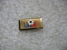 Pin's UNAF (Union Nationale Des Arbitres De Football) - Football