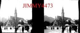 Plaque De Verre En Stéréo - TIROL - Eglise Et Statue Dans Un Village Bien Animé - TYROL Autriche - Négatif-Positif - Diapositiva Su Vetro