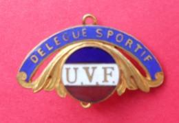 Épinglette émaillée En Métal Jaune - Union Vélocipédique De France - U.V.F. - Délégué Sportif - Professionnels / De Société