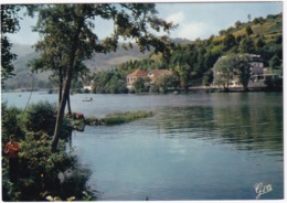 Le Lac Chambon: Perpective En Direction Du Chambon S/ Lac - Pêcheur Sportif - (Puy-de-Dome) - Issoire