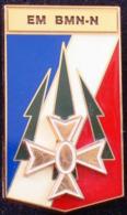 Broche De L'insigne EM BMN-N (Etat-Major De La Brigade Multi Nationale Nord) De La 1° Division Blindée Opération Trident - Army
