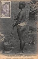 CPA AFRIQUE OCCIDENTALE - COTE D' IVOIRE - SAKASSO - Femme Se Préparant à Piler Des Ignames - Ivoorkust