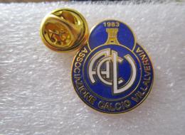 1/2 A.C. Villavernia Calcio Val Borbera Tortona Alessandria Distintivi FootBall Soccer Spilla Pins Italy - Calcio