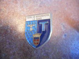 A039 -- Pin's Ecole De Gendarmerie Le Mans - Police