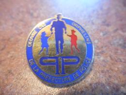 A039 -- Pin's Oeuvre Des Orphelins De La Prefecture De Police - Police