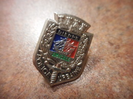 A039 -- Pin's Police Urbaine Amicale Dieppe - Police