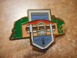 A039 -- Pin's Gendarmerie Roquecourbe 1992 -- Exclusif Sur Delcampe - Police