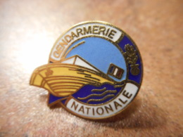 A039 -- Pin's Gendarmerie Nationale - Police