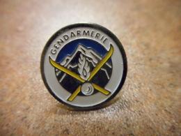 A039 -- Pin's Gendarmerie Montagne - Police