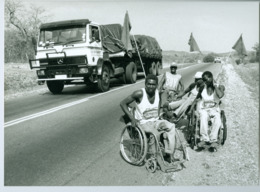 """Photo Zimbabwe Rhodésie. """"Charity Ride"""" Pour Soutenir Des Handicapés. Photo Du Père Gust Beeckmans Oct. 1993 - Afrique"""