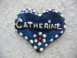 Pin's En Forme De Coeur Avec Le Prénom De CATHERINE - Pin