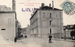 DEPT 58 : édit. Desvignes : Clamecy La Rue De La Gravière Et La Gendarmerie - Clamecy