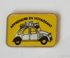 1 Pin's CITROEN 2CV - APPRENDRE EN VOYAGEANT - Citroën