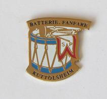 1 Pin's Sapeurs Pompiers De KUTTOLSHEIM - BATTERIE FANFARE (BAS RHIN-67) - Pompiers