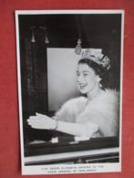 H.M. Queen Elizabeth    Ref   3605 - Royal Families